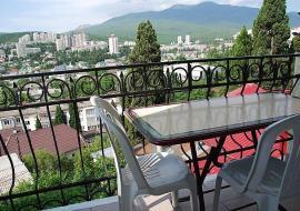 отдых с детьми, семейная гостиница - вид на город с балкона