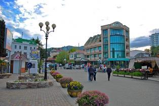 центральная набережная Алушта
