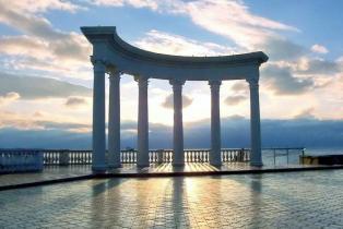 Алуштинская арка